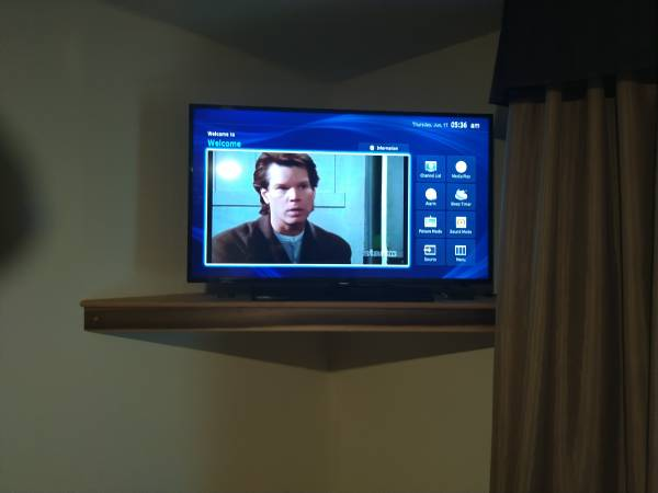 Photo 40 inch samsung tv 32 inch samsung tv with fire stick - $100 (Essex)
