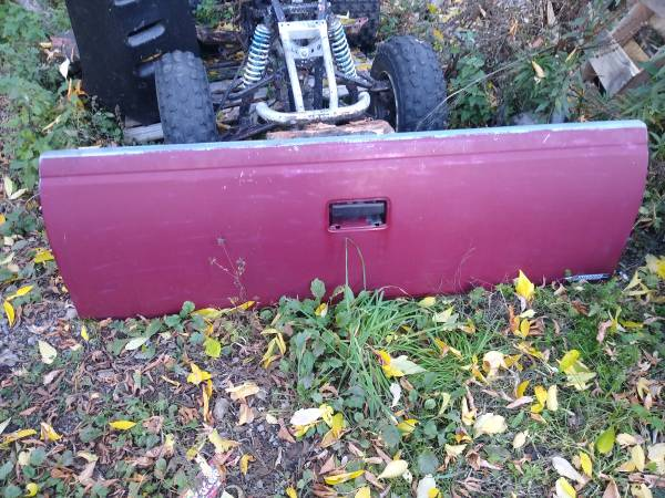Photo 92 Chevy 2500 box and tail gate (Watertown)