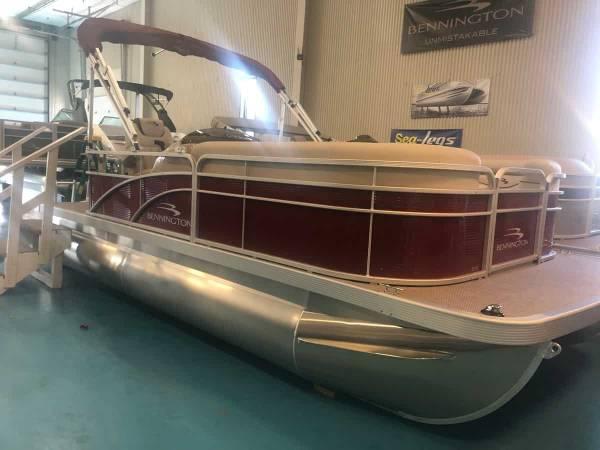 Photo Bennington Pontoon Boat - $22893 (Alexandria Bay)