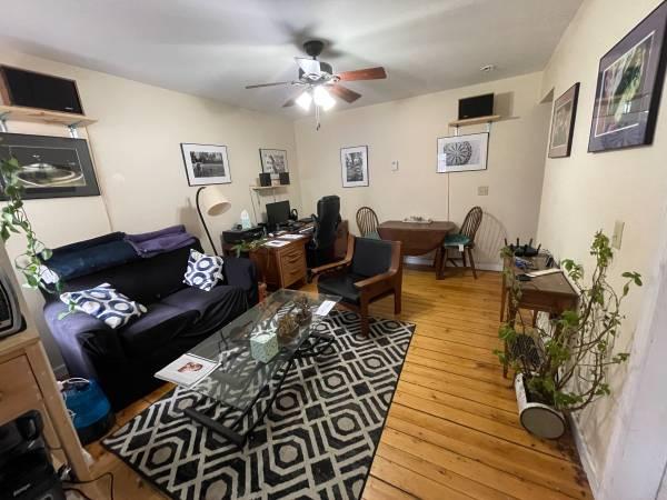 Photo Burlington (Old North End) Room for Rent ($851) (Old North End, Burlington)