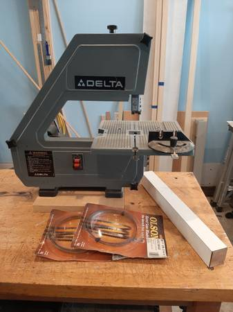 Photo Delta 12quot quot3-wheelerquot rare classic benchtop bandsaw - $200 (VERGENNES)