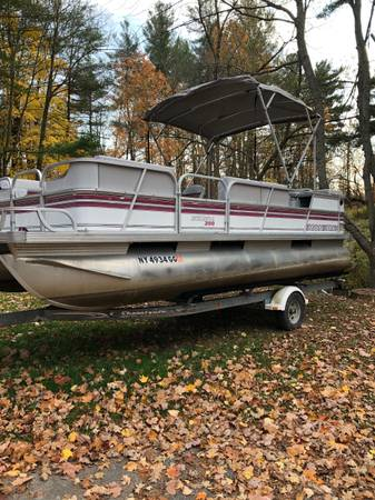 Photo Pontoon boat with trailer - $5,000 (Alex Bay)
