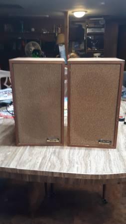Photo Realistic bookshelf speakers MINI-MUS-2 (READ DISCRIPTION) - $20 (Bridgeport, N.Y.)