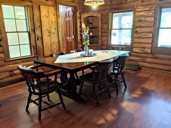 Photo Rustic Pine Dining Room Table Set - $875 (Georgia)