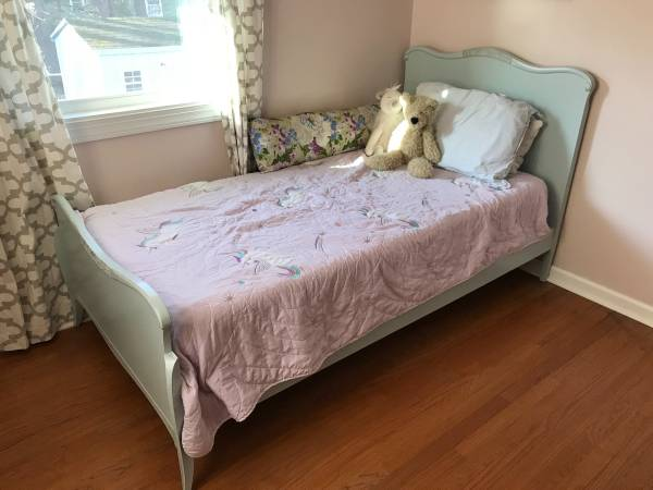 Photo Shabby Chic Bed - $120 (Liverpool)