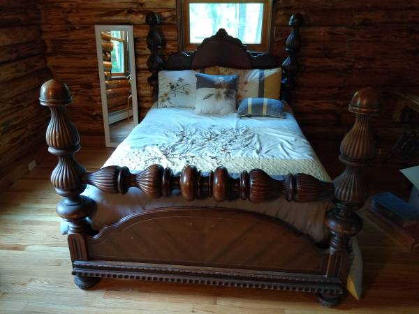 Photo Solid cherry 4 post bed - $150 (Milton)