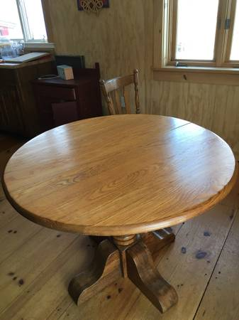 Photo Solid oak dining table, round, with two leaves - $200 (Townshend)