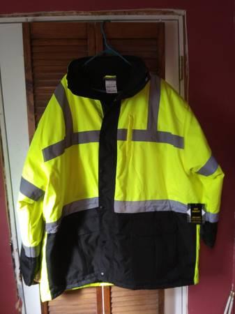 Photo Utility Pro Hi-Vis heavy jacket - Brand New - $60 (Norwood)