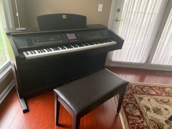 Photo Yamaha Clavinova CVP-305 Digital Piano - $1,400 (Williston)