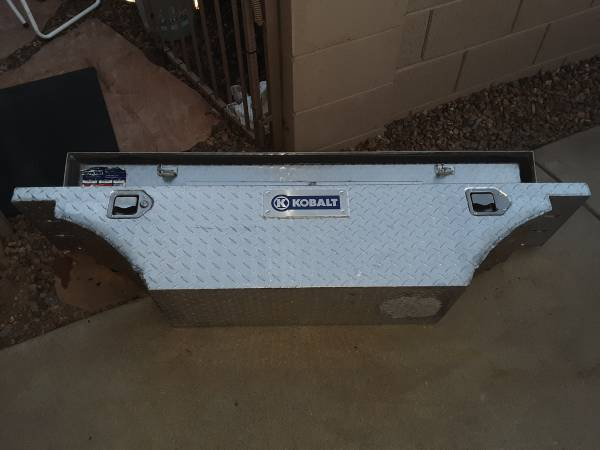 Photo Aluminum Diamond plate truck tool box - $125 (Prescott Valley)