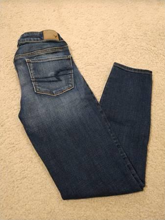 Photo American Eagle Super Stretch Mid-Rise Skinny Jeans - $25 (Prescott Valley)