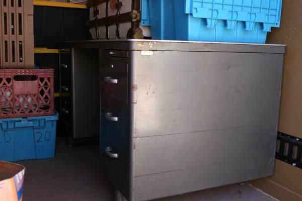 Photo Antique Mid-Century Metal Steel Tanker Desk - $450 (Coyote Springs, Prescott Valley)