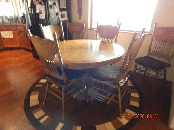 Photo Beautiful Solid Oak Dining Set - $125 (Chino Valley)
