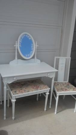 Photo Gorgeous Refinished White Antique Set Vanity Desk Bench Chair - $185 (Dewey)