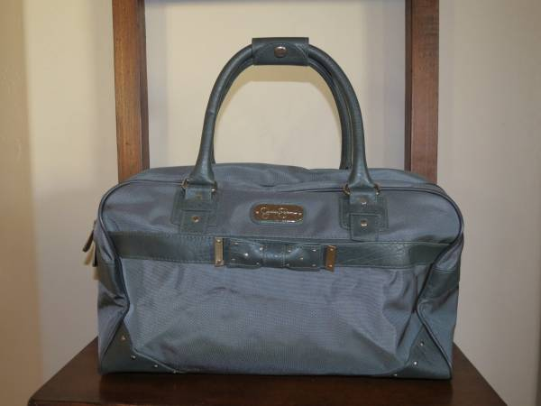 Photo JESSICA SIMPSON BEAUTIFUL QUALITY GREY BAG - NEVER BEEN USED - $15 (Prescott Valley)