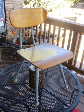 Photo Kids Chair Mid Century Original American Seating Co Grand Rapids Mich - $37 (Williamson Valley Road and Outer Loop)