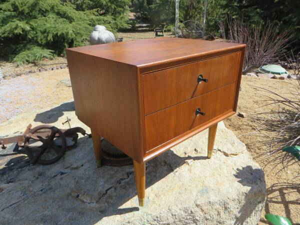 Photo LANE Model 1909 Mid Century Modern End Table, Night Stand, Coffee - $195 (Williamson Valley and Outer Loop Rds)
