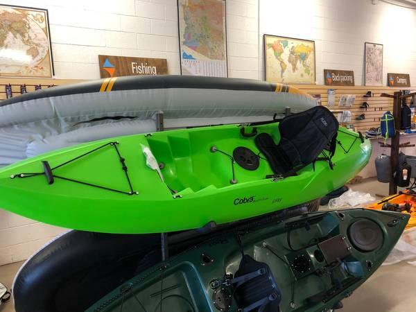 Photo NEVER USED 1039 COBRA KAYAK WITH SEAT  ORS - $550 (Bullhead city)