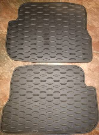 Photo New Mazda 3 all-weather rear floor mats 2004-2009 - $20 (Prescott)