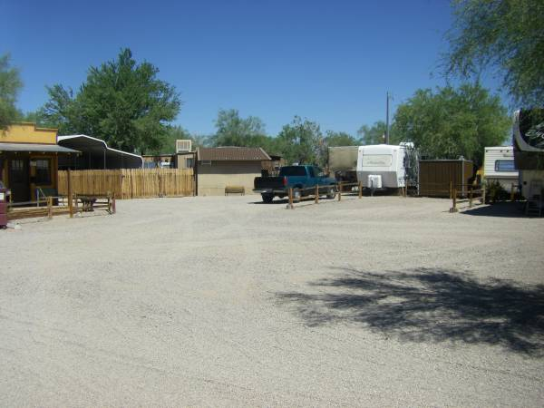 Photo Nice Trailer for Rent in Small (55) R.V. Park (Quarzsite, La Paz County, AZ)