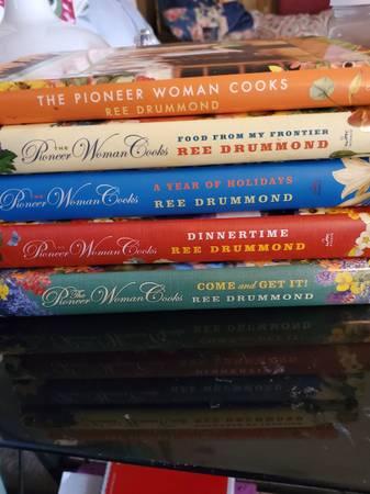 Photo Pioneer woman cookbooks - $50 (OVERGAARD)