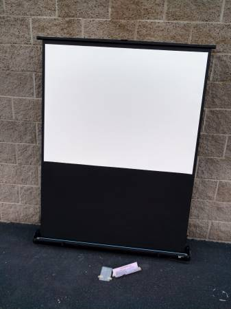 Photo Pull-Up portable projector screen by Draper- road warrior - $199 (deer valley)