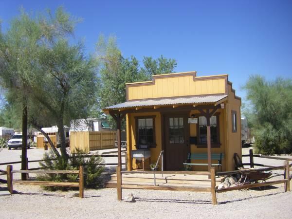 Photo Quaint and Clean Trailer Available in Quiet Senior R.V. Park (Quartzsite, La Paz County, AZ)
