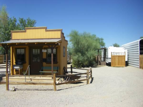 Photo Snowbird R.V. Park Housing Available Year-Around (Quartzsite, La Paz County, AZ)
