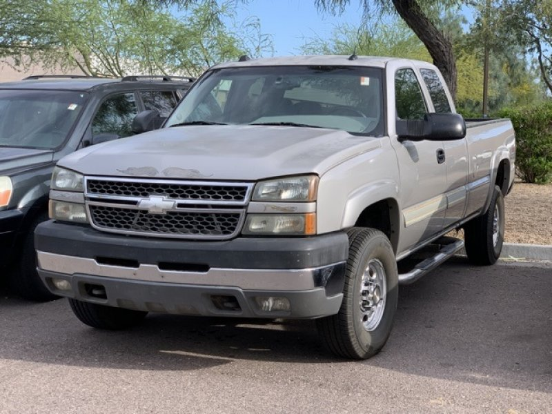 Photo Used 2005 Chevrolet Silverado 2500 4x4 Extended Cab for sale