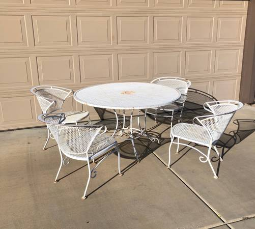 Photo Vintage Wrought Iron Patio Table Set Very Solid - $200 (prescott)