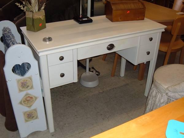 Photo White Desk Or Vanity - $129 (Prescott Valley)
