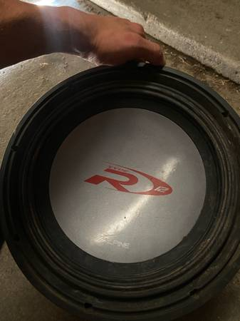 Photo 12 alpine type r in rockford fosgate punch box - $250 (Wendell)