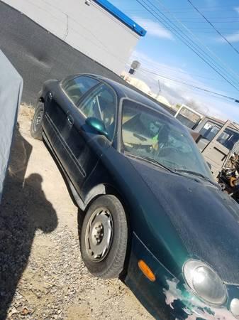 Photo 2000 Ford Taurus - $1 (Grand Junction)