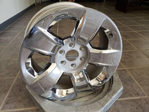 Photo 20 Inch Chrome Wheel  Rim 6 hole, Chevy, GMC - $95 (Grand Junction)