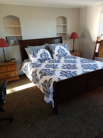 Photo Cherry Queen size sleigh bed - $200 (Twin Falls)