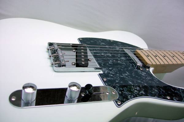 Photo FLOW Tele  Vintage White, US Toneworks Pickups (Like FENDER Telecaste - $265 (Holladay)