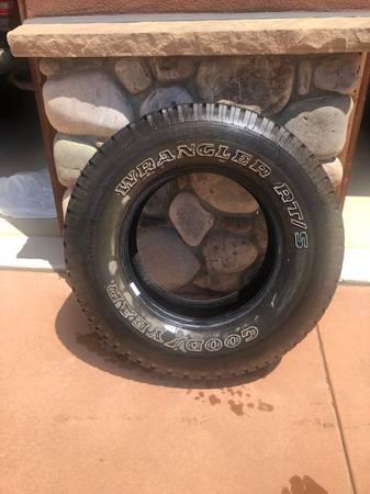 Photo Goodyear Wrangler Tire RTS P25570R16 (One) (Durango)