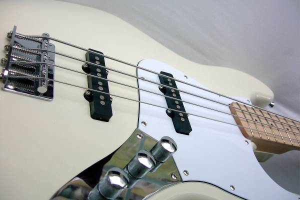 Photo J BASS Vintage White Maple Neck  (Like FENDER Jazz) Us ToneWorks Pic - $265 (Holladay)