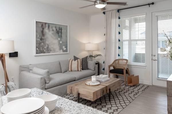 Photo Luxury Living (521 South 500 East, American Fork, UT, US)