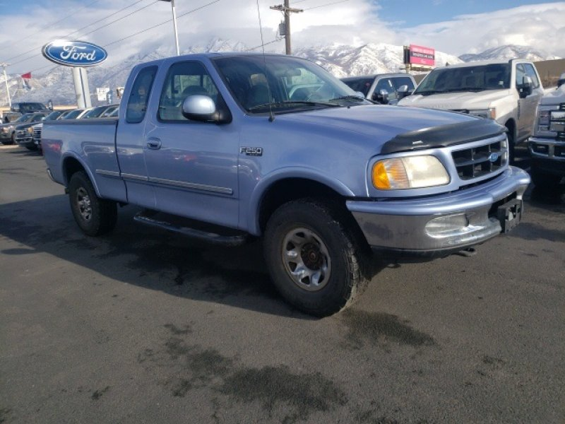 Photo Used 1997 Ford F250 Lariat for sale