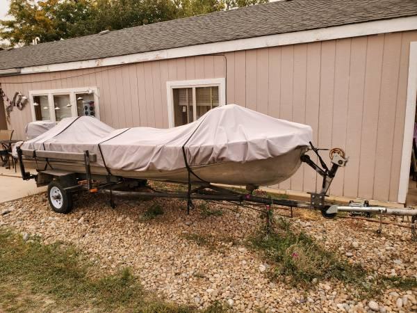 Photo 16 foot aluminum bass boat - $2,100 (Dacono)
