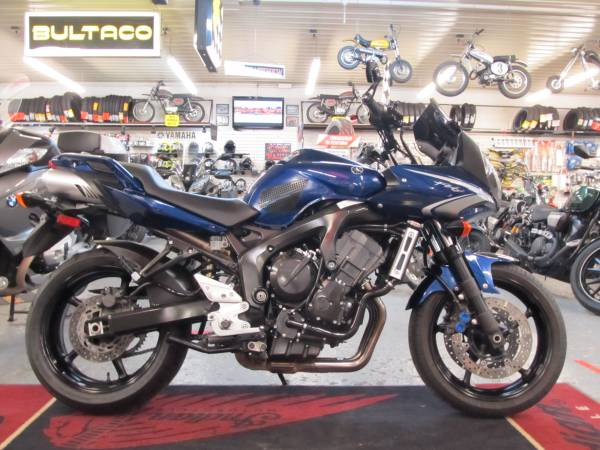 Photo 2009 Yamaha FZ6 - S (Steeles Cycle Buy,Sell,Trade,Consign) - $3,699 (Englewood)