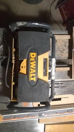 Photo DeWalt 9.6-18v charger radio - $25 (Trinidad)