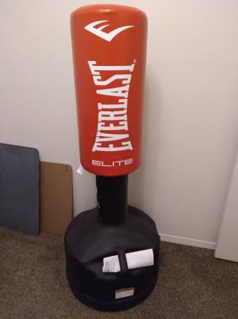 Photo Everlast free standing heavy bag - $25 (Pueblo)