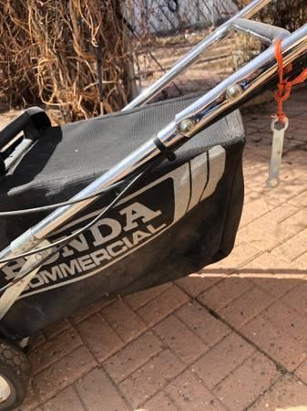 Photo Honda Commercial Lawn mower - $800 (Pueblo)