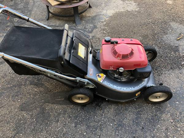 Photo Honda commercial mower - $1,000 (Pueblo)