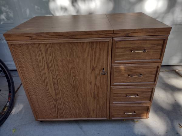 Photo Horn Sewing Quilting Table Cabinet with Lift - $550 (Littleton)