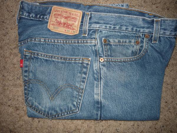 Photo Men39s Levi and Wrangler Jeans - $15 (Pueblo West)