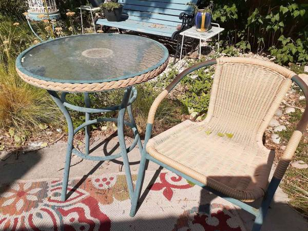 Photo Outdoor Patio Furniture - $100