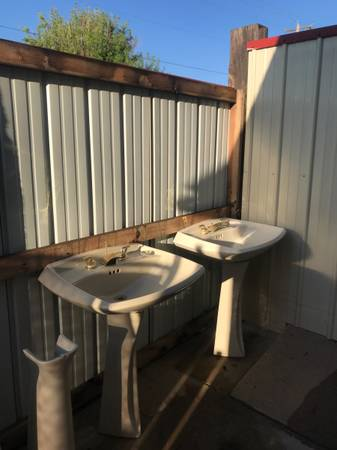 Photo Pedestal sinks - $50 (pueblo)